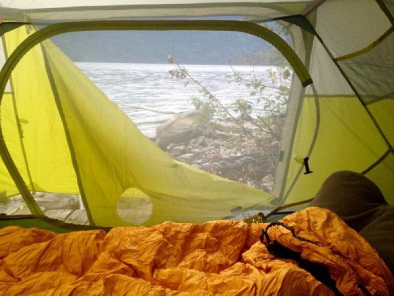 Chiếc túi ngủ tốt giúp chúng ta bảo vệ an toàn lẫn sức khỏe khi qua đêm tại bên ngoài