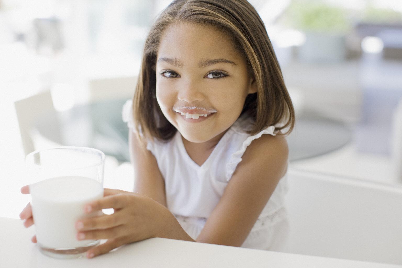 Bổ sung dưỡng chất cho trẻ bằng cách bổ sung thêm các loại sữa giúp bé tăng trưởng toàn diện