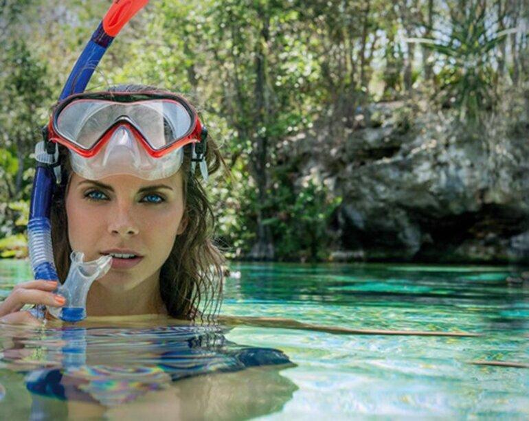 Kính bơi có ống thở