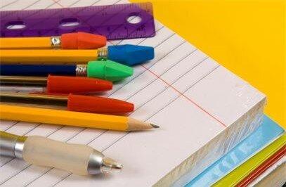 Bút chì, bút bi, vở, thước kẻ,... là những đồ dùng học tập cơ bản
