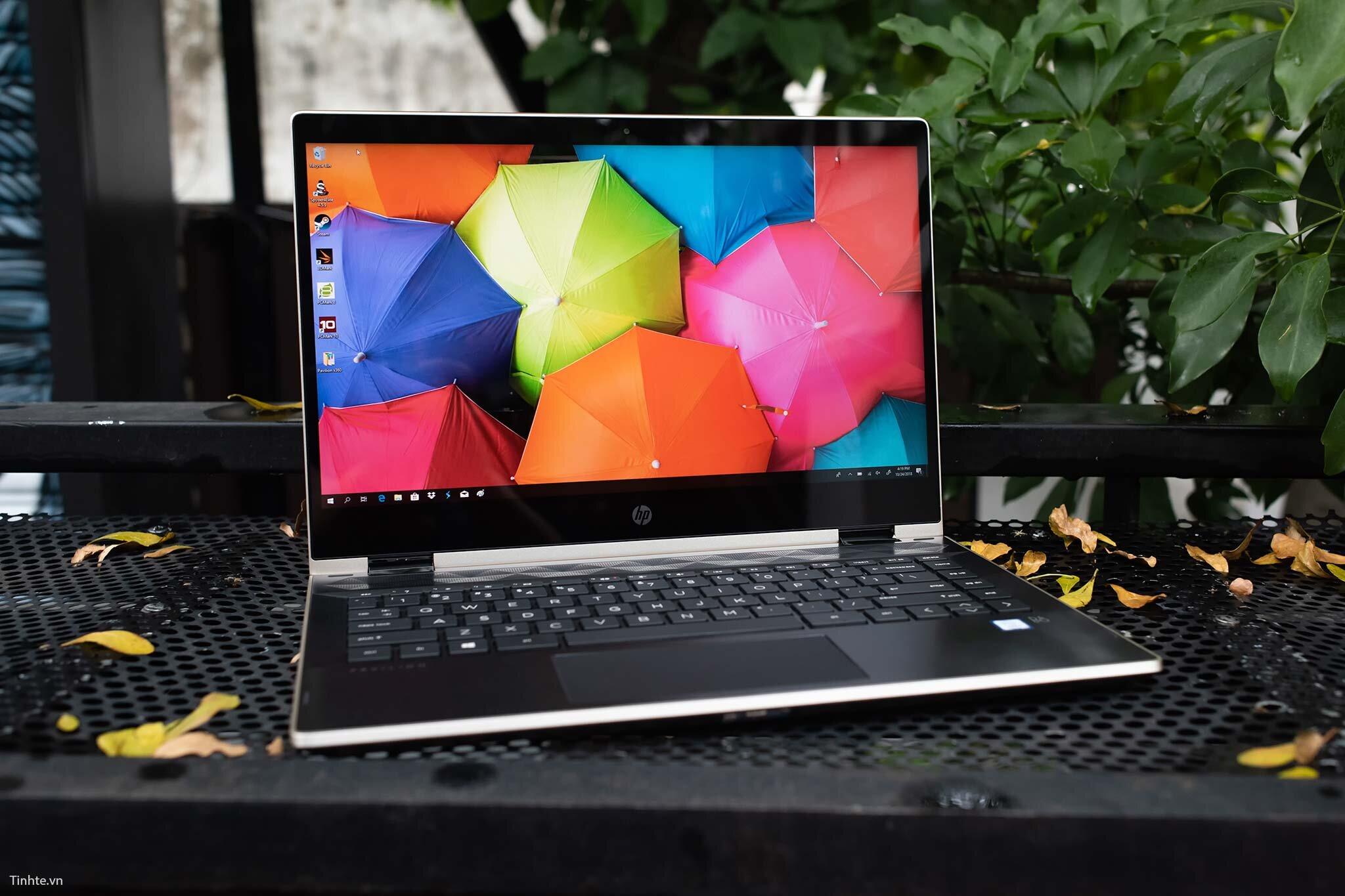 HP Pavilion x360 14-cd0084TU với màu sắc trẻ trung không kém phần hiện đại, tinh tế