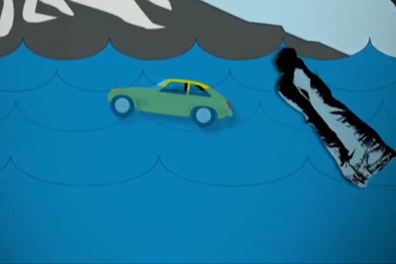 Nếu thấy ô tô chìm chậm hãy cởi giày ra, hoặc trong trường hợp bạn mặc quần jeans và có đủ thời gian hãy cởi nốt nó ra