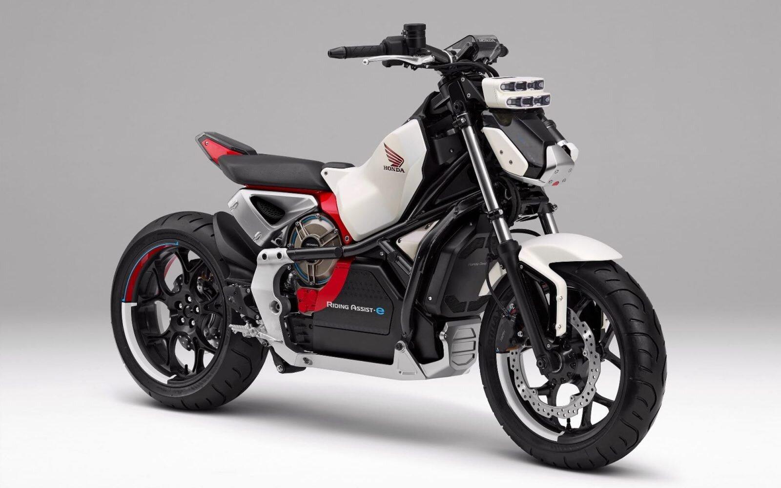 Xe máy điện là phương tiện thích hợp cho học sinh