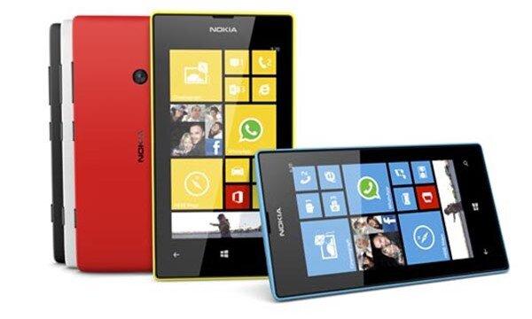 Chọn smartphone giá rẻ: Đặt cửa cho Moto G hay Lumia 525?