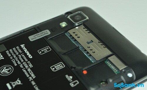 Hai khe thẻ sim + khe thẻ nhớ + pin