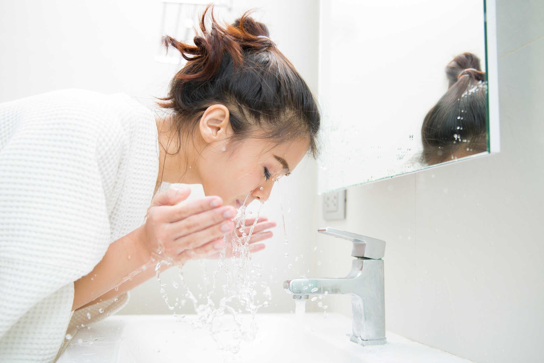 Xông hơi mặt kết hợp với sử dụng máy rửa mặt sẽ cho bạn làn da đẹp như ý