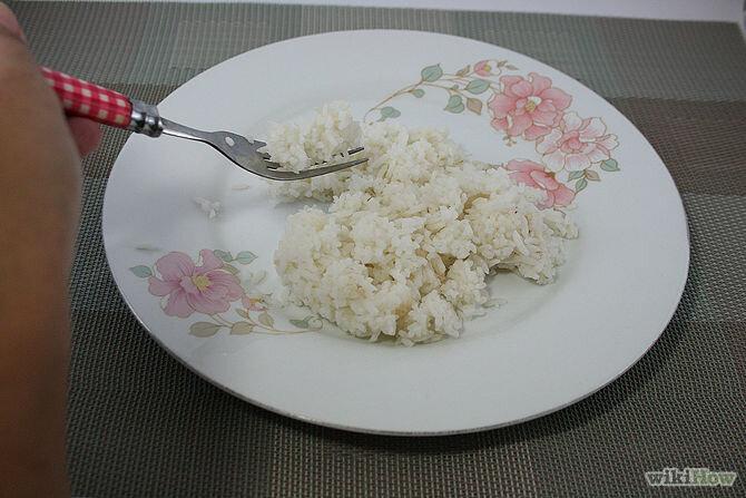Dùng nĩa để xúc cơm