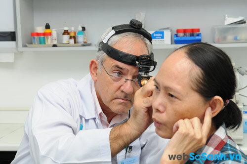 Để chọn được máy trợ thính tốt nhất, bạn nên đi khám bác sĩ trước khi quyết định mua