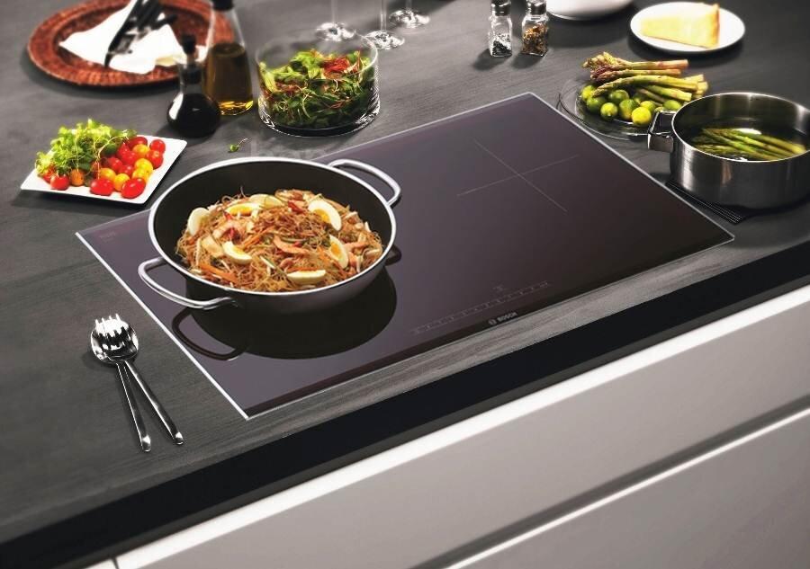 Bếp từ Electrolux với thiết kế hiện đại, màu sắc cá tính