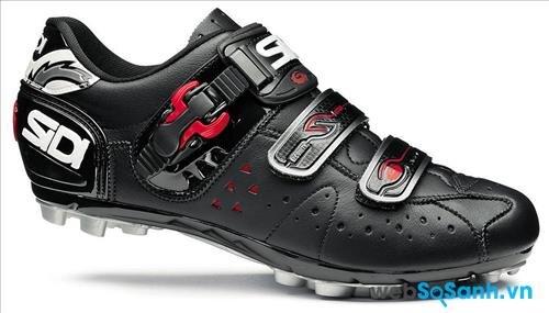 Một đôi giày phù hợp để đạp xe