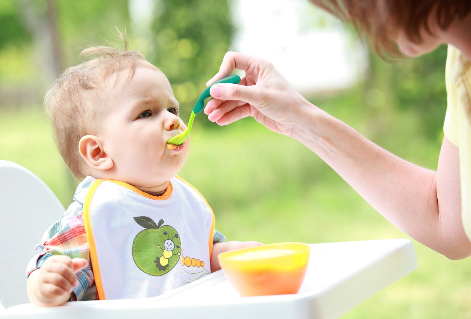 Nên bổ sung đầy đủ chất dinh dưỡng khi cho bé ăn dặm