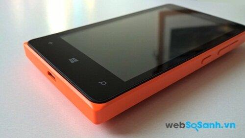 Các phím chức năng bố trí tương tự các điện thoại Lumia khác