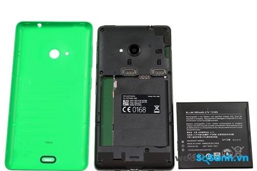 Cũng giống Nokia X2, pin của Lumia 535 có thể tháo rời