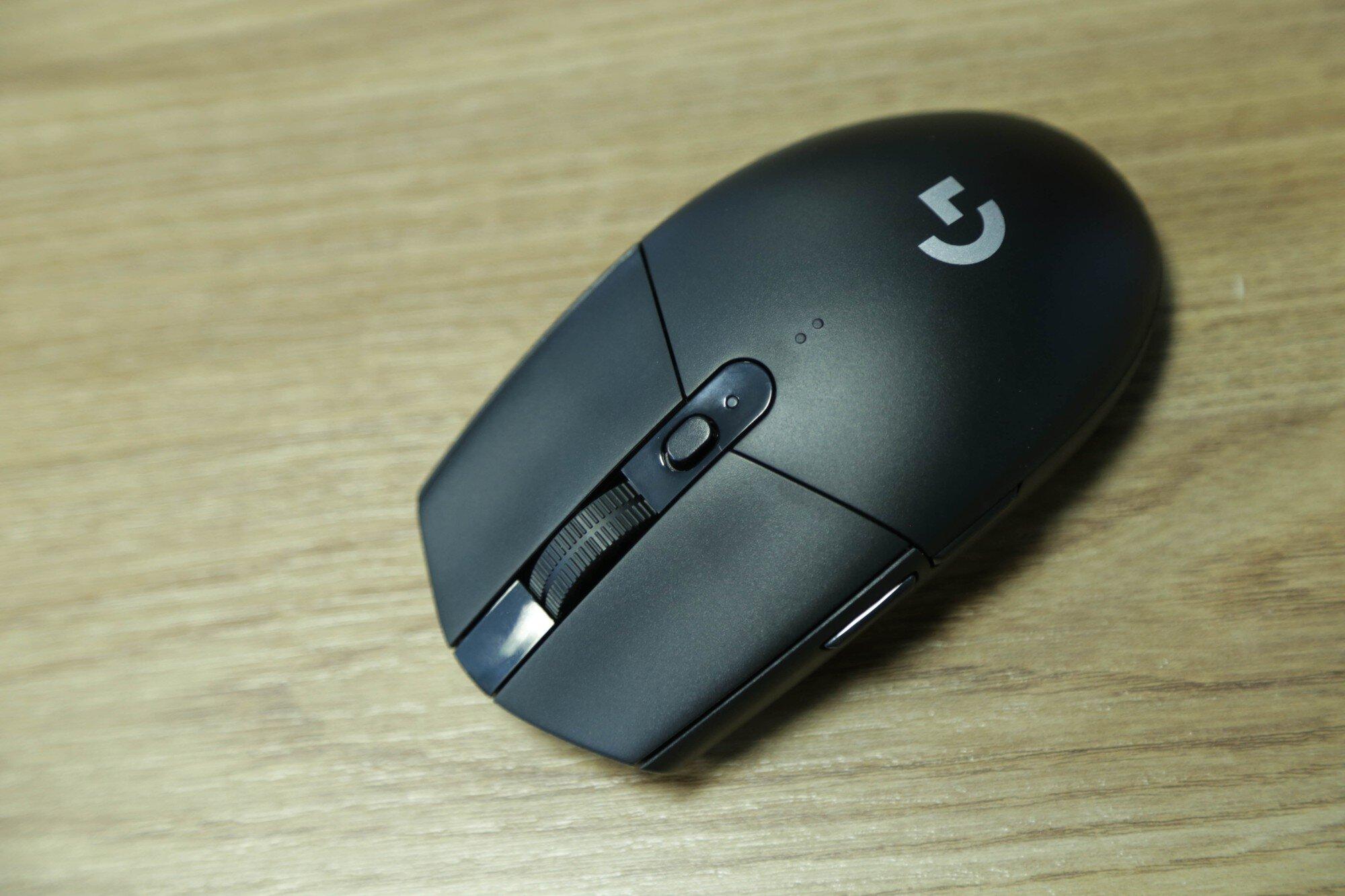 Chuột gaming không dây Logitech G304