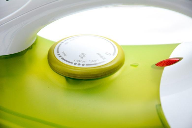 Bàn ủi hơi nước Electrolux ESI400