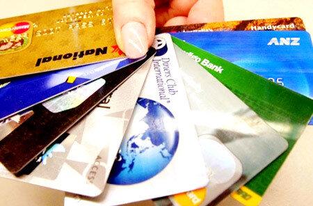 Nên sử dụng cùng lúc nhiều thẻ tín dụng
