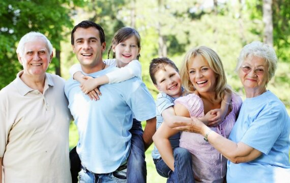 Khi nào nên mua bảo hiểm nhân thọ, độ tuổi nào, cho ai trong gia đình?