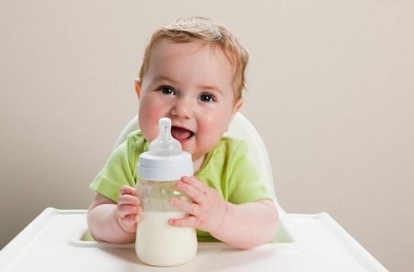 Lựa chọn bình sữa cho bé khiến các mẹ tốn khá nhiều thời gian và công sức