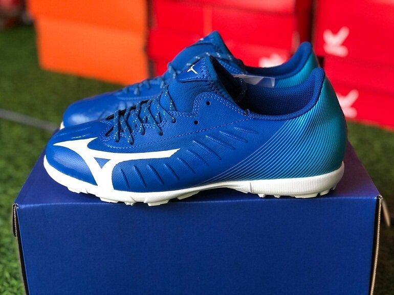 Giày bóng đá Mizuno