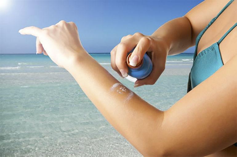 Kem chống nắng dạng xịt tiện lợi khi bạn sử dụng ở mọi lúc mọi nơi