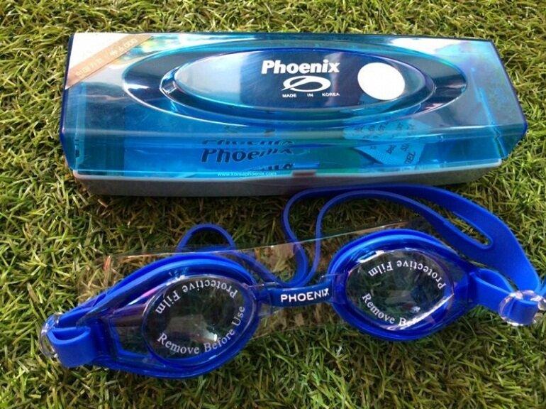 Kính bơi Phoenix có giá bán phải chăng