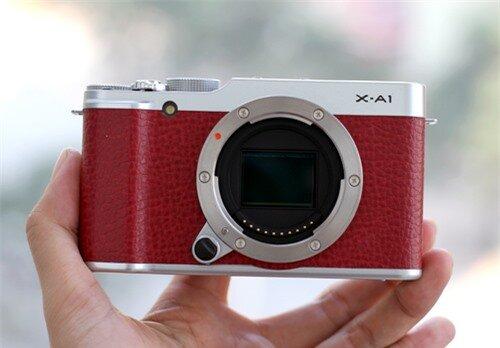Fujifilm X-A1 với cảm biến CMOS APS-C.