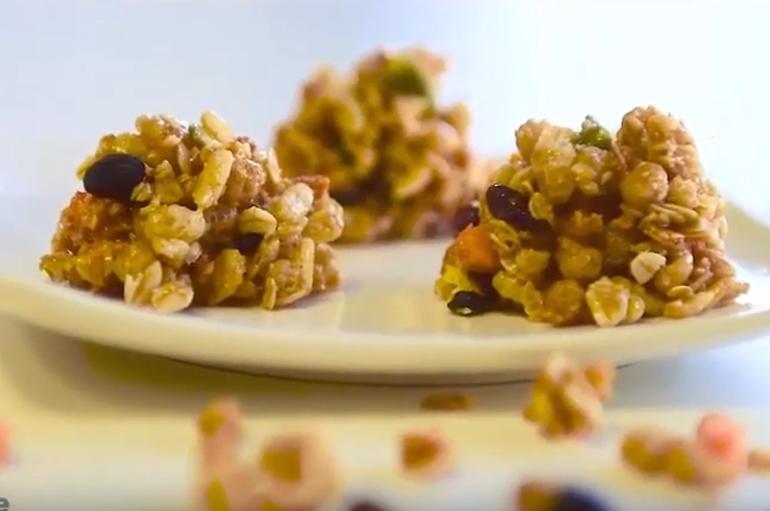 Làm bánh nướng mật ongngũ cốc Calbee giòn rụm ngon lành