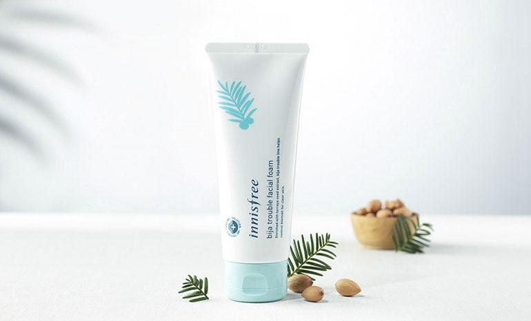 Sữa rửa mặt trị mụnInnisfree có thành phần chăm sóc và bảo vệ da tự nhiên, đem lại cảm giác sảng khoái sau mỗi lần sử dụng