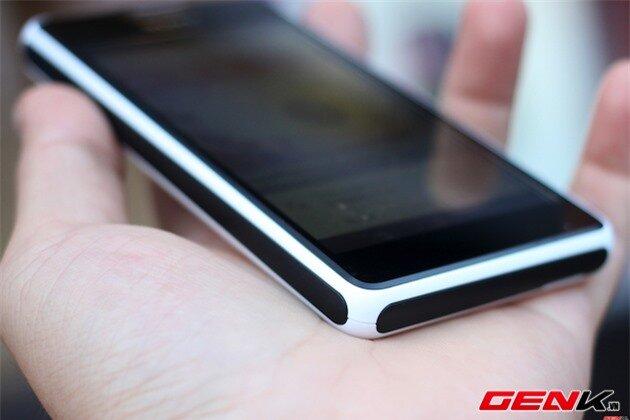 Cận cảnh Xperia E1, smartphone trung cấp có loa ngoài chất lượng