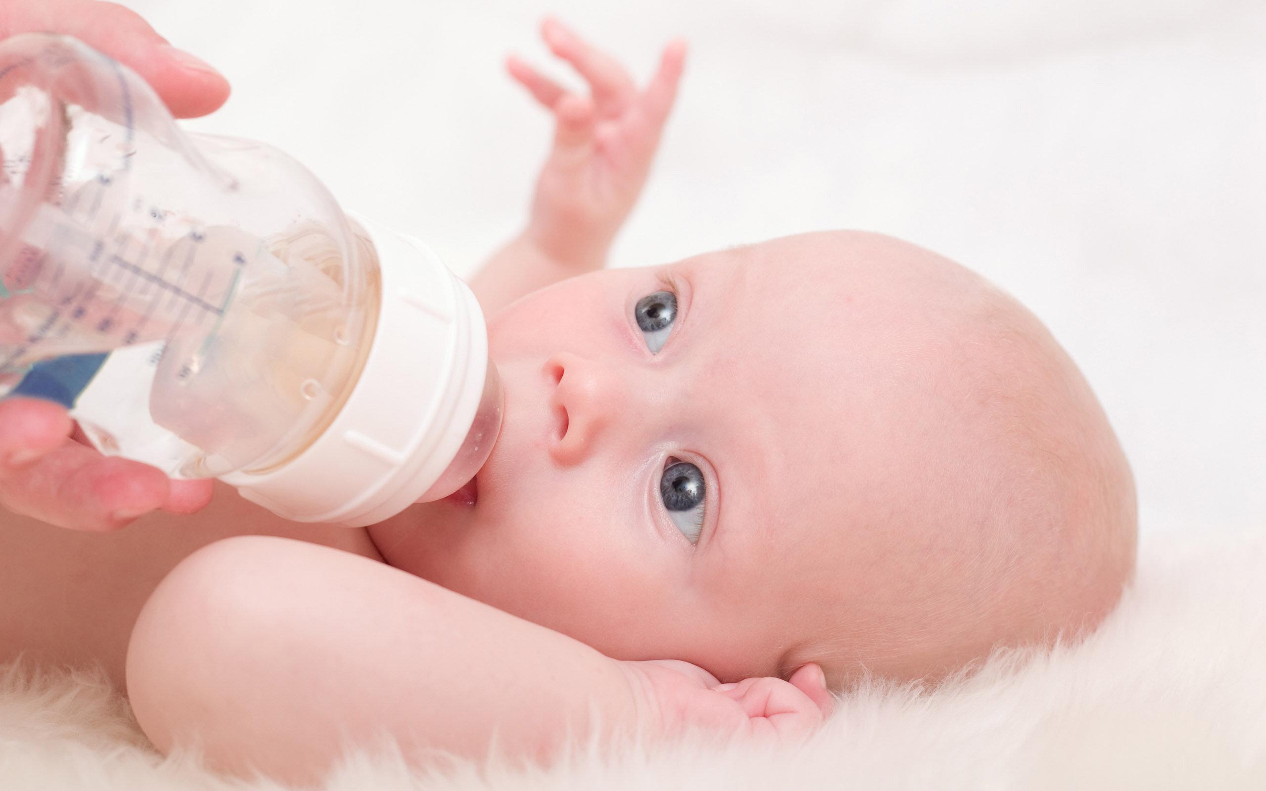 11 điều mẹ cần lưu ý khi nuôi con bằng sữa công thức