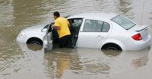 11 mẹo hữu hiệu khi đi ô tô qua đường ngập nước