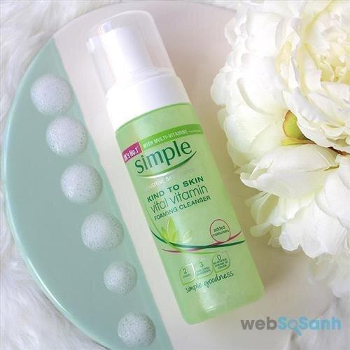Sữa rửa mặt Simple Kind to Skin Vital Vitamin Foaming Cleanser