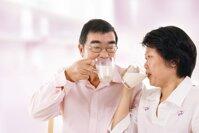15 loại sữa tốt cho xương khớp người già, người thoái hóa cột sống