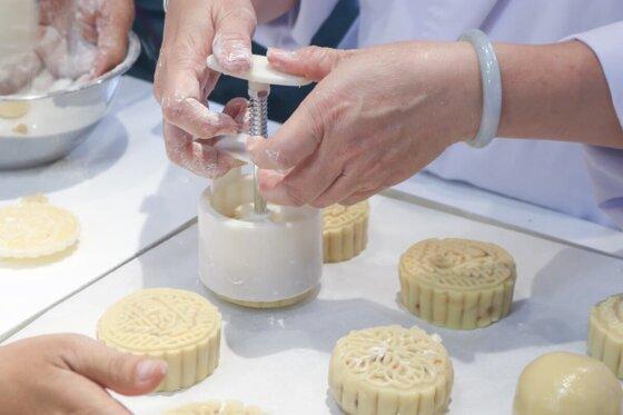 19  mẫu khuôn bánh trung thu lò xo 50 – 250g đẹp giá rẻ