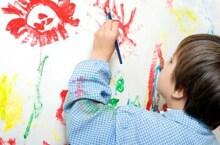 Mẹo xóa vết chì màu trên tường