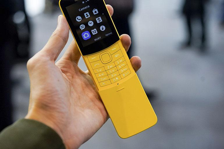 """Cơn sốt của giới trẻ về một dòng điện thoại """"cục gạch"""" cong toàn tập Nokia 8110 4G"""