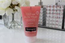 Review sữa rửa mặt trị mụn Neutrogena Visibly Clear Gel Nettoyant Exfoliant Pamplemousse Rose
