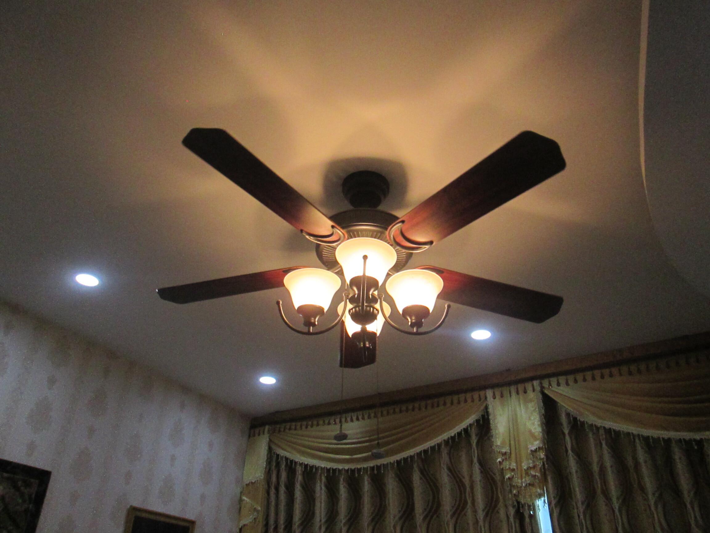 quạt trần đèn chùm cho phòng khách