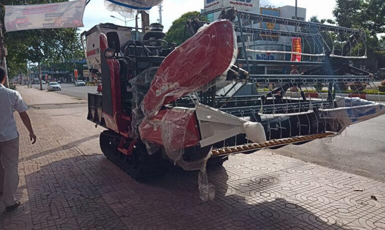 máy gặt đập yanmar yh700