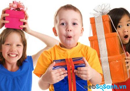 3 điều bố mẹ cần lưu ý khi chọn mua quà 1/6 cho bé yêu