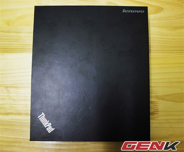 Vỏ hộp đơn giản với logo Thinkpad quen thuộc.