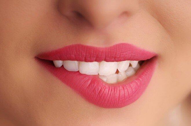 4 điều các cô gái cần nhớ để có đôi môi đẹp với son kem lì