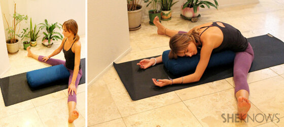 """4 tư thế yoga giúp chị em dễ chịu hơn trong những ngày """"đèn đỏ"""""""