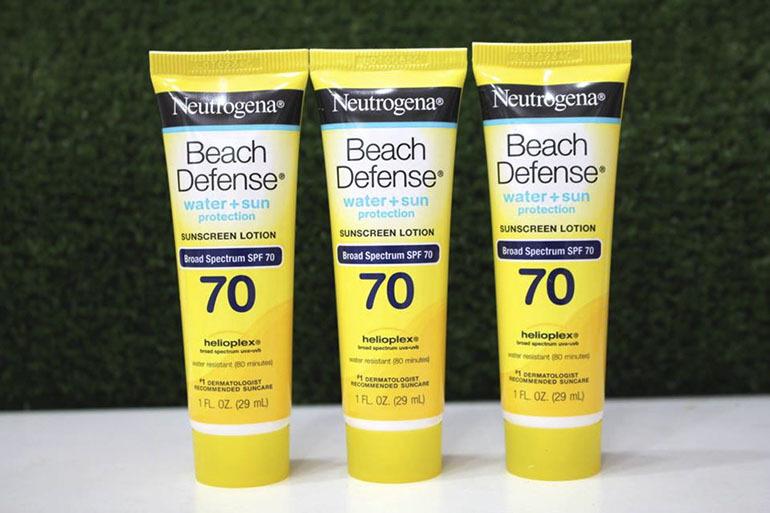 Kem chống nắngNeutrogena Beach Defense spf 70 có dạng tuýp nhỏ phù hợp cho bạn mang đi bên mình