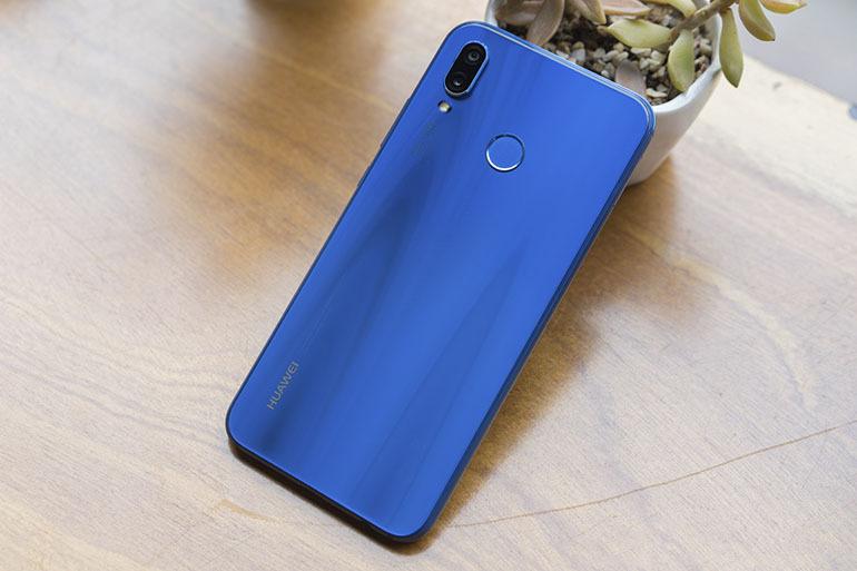 Điện thoại Huawei Nova 3e sở hữu màn hình vô cực, cùng với đó là một thiết kế mặt sau ấn tượng