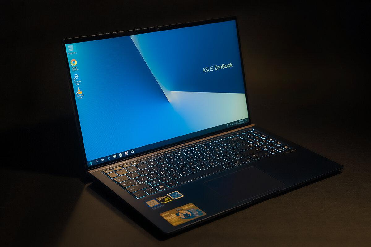 Asus Zenbook UX533FD không chỉ đẹp mà còn có cấu hình mạnh mẽ