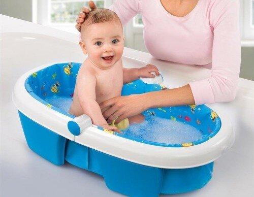 5 điều mẹ cần lưu ý khi tắm cho bé trong thời điểm giao mùa
