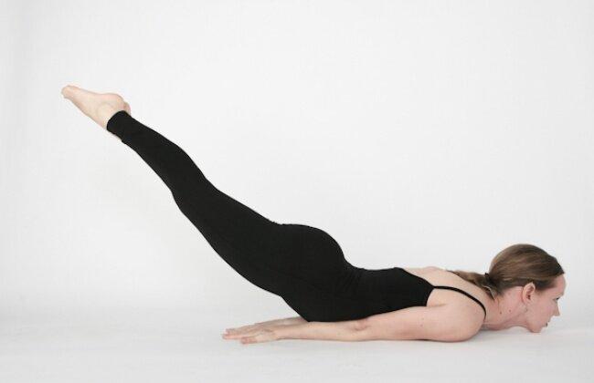 5 động tác yoga cơ bản giúp bạn lấy lại vóc dáng chỉ trong thời gian ngắn
