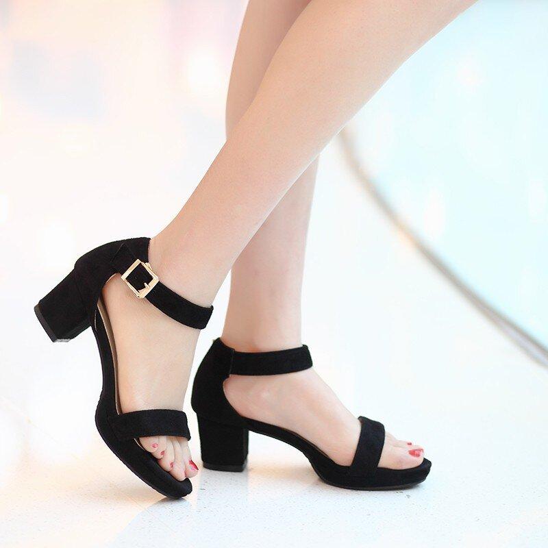 5 kiểu giày dép mọi cô gái công sở đều nên sở hữu