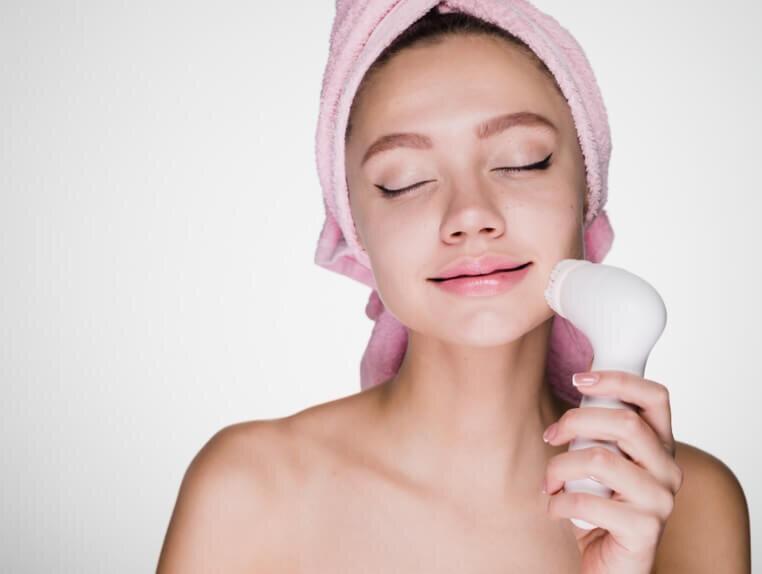 Công dụng của máy massage rửa mặt